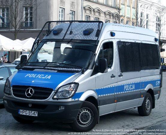 Policja Jelenia Góra: Poszukiwany do odbycia kary pozbawienia wolności, dodatkowo odpowie ze serię kradzieży sklepowych.